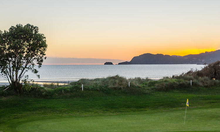 Golden Bay accommodation - Golf